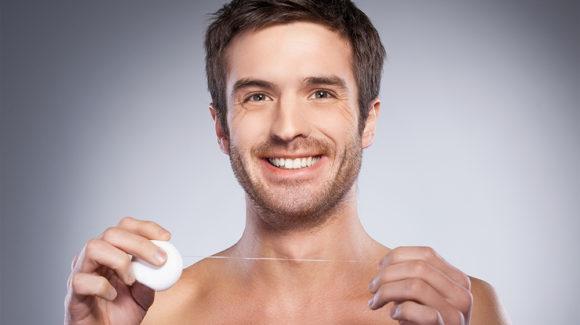 5 mitów o nitkowaniu zębów